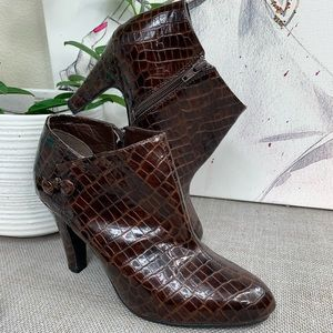 Spiegel ankle heeled boots size 9
